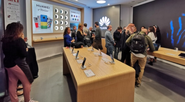 Huawei abre no Colombo com conceito Experience Store